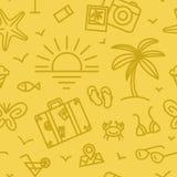 Modello di vacanze estive con differenti icone di viaggio nello stile lineare Fotografia Stock