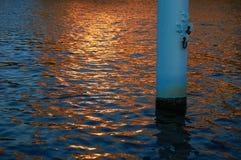 Modello di Wave del mare illuminato dal tramonto Fotografia Stock