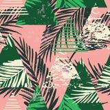 Modello esotico senza cuciture con le foglie di palma su fondo geometrico Fotografia Stock Libera da Diritti
