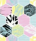 Modello esotico senza cuciture con le foglie di palma su fondo geometrico Fotografie Stock