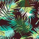 Modello esotico senza cuciture con le piante tropicali ed il fondo artistico illustrazione di stock