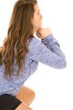 Modello femminile che fa gli affondo intensi dalla vista laterale Fotografia Stock Libera da Diritti