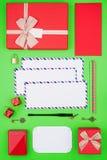 Modello festivo di Natale nei colori rossi e verdi Fotografie Stock