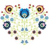 Modello floreale piega polacco nella forma del cuore su fondo bianco Fotografie Stock