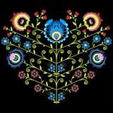 Modello floreale piega polacco nella forma del cuore su fondo nero Fotografie Stock Libere da Diritti