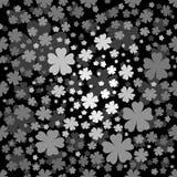 Modello floreale senza cuciture con i fiori grigi su fondo nero Fotografia Stock