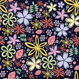 Modello floreale senza cuciture con molti piccoli fiori su fondo nero Fotografie Stock