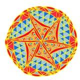 Modello geometrico astratto della mandala dell'immagine su fondo bianco in un tono rosso Immagine Stock