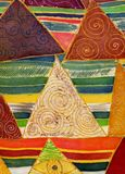 Modello geometrico astratto su seta Batik, composizione decorativa, acquerello Usi i materiali stampati, i segni, gli oggetti, i  illustrazione vettoriale