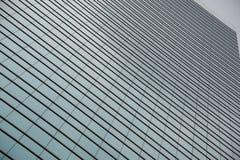 Modello geometrico delle finestre sul grattacielo di vetro Immagine Stock Libera da Diritti