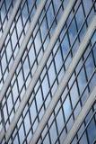 Modello geometrico delle finestre sulla facciata di vetro Fotografia Stock Libera da Diritti