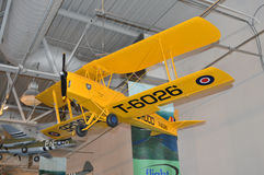 Modello giallo d'annata dell'aeroplano al museo di aviazione di Hiller, San Carlo, CA Immagini Stock