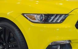 Modello giallo dell'automobile, moderno, motore, nuovo, Fotografia Stock Libera da Diritti