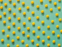 Modello giallo della pallina da tennis fotografia stock
