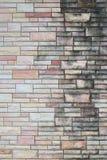 Modello Grungy del muro di mattoni di costruzione esteriore Immagini Stock