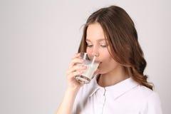 Modello in latte alimentare di polo Fine in su Priorità bassa bianca Fotografie Stock