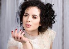 Modello malinconico del brunette in camicetta del merletto Immagine Stock Libera da Diritti