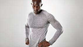 Modello maschio africano muscolare e forte fotografia stock