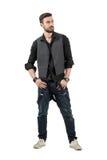 Modello maschio di giovane modo d'avanguardia che esamina distanza Fotografia Stock Libera da Diritti