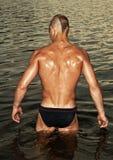 Modello maschio nell'acqua Immagini Stock