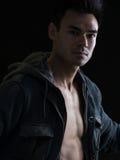 Modello maschio sexy sul nero Fotografie Stock