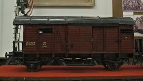 Modello miniatura del vagone del treno su esposizione in museo ferroviario Fotografia Stock