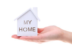 Modello miniatura della casa sulla mano Fotografia Stock