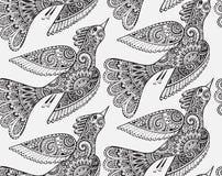 Modello monocromatico senza cuciture con gli uccelli disegnati a mano Fotografia Stock Libera da Diritti