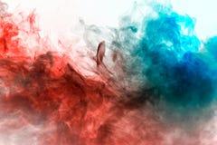 Modello multicolore del fumo del passo blu e rosso di verde, immagine stock