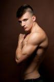Modello muscoloso Fotografie Stock Libere da Diritti