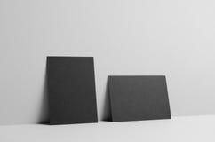 Modello nero dell'aletta di filatoio A6/cartolina/invito - muri il fondo Fotografia Stock