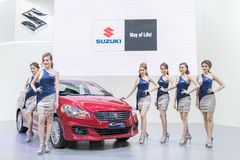 Modello non identificato con l'automobile di suzuki all'Expo internazionale 2015 del motore della Tailandia Immagine Stock