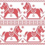 Modello nordico senza cuciture scandinavo di Natale con i cavalli a dondoli, fiocchi di neve, cuori, neve, stelle, ornamenti deco Fotografia Stock Libera da Diritti