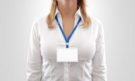 Modello orizzontale bianco del distintivo dello spazio in bianco di usura di donna Fotografia Stock Libera da Diritti