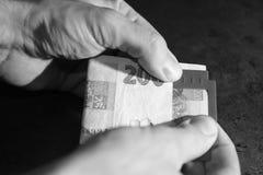 Modello per il riconoscimento dei soldi per la gente cieca fotografia stock libera da diritti