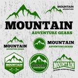 Modello premio di logo di vettore di avventura della montagna illustrazione di stock