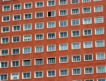 Modello regolare delle finestre in una costruzione moderna Fotografia Stock