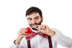 Modello risoluto del cuore di taglio dell'uomo con il bisturi Fotografia Stock
