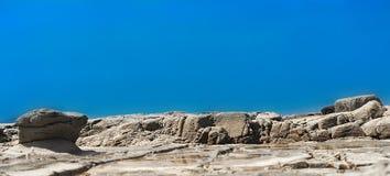 Modello roccioso panoramico del litorale fotografie stock libere da diritti