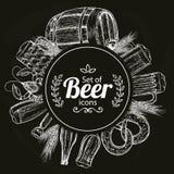 Modello rotondo con le icone della birra su fondo nero Fotografia Stock Libera da Diritti