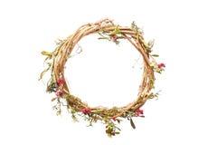 Modello rotondo della corona della struttura dei fiori asciutti su fondo bianco, isolato Immagini Stock Libere da Diritti