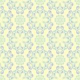 Modello senza cuciture beige floreale Fondo beige con le progettazioni blu-chiaro e verdi del fiore Royalty Illustrazione gratis