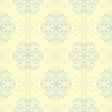 Modello senza cuciture beige floreale Fondo beige con le progettazioni blu-chiaro e verdi del fiore Fotografia Stock Libera da Diritti