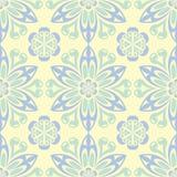 Modello senza cuciture beige floreale Fondo beige con le progettazioni blu-chiaro e verdi del fiore Fotografia Stock