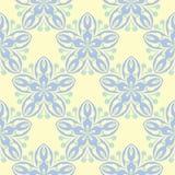 Modello senza cuciture beige floreale Fondo beige con le progettazioni blu-chiaro e verdi del fiore Immagine Stock