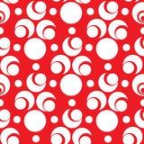 Modello senza cuciture con gli elementi bianchi del semicerchio e del cerchio su fondo rosso Fotografia Stock Libera da Diritti