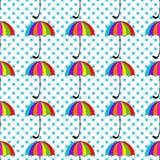Modello senza cuciture con gli ombrelli su fondo Immagini Stock Libere da Diritti