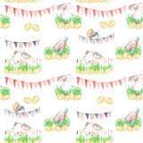 Modello senza cuciture con i conigli di Pasqua dell'acquerello in erba, uova e ghirlande con le bandiere Fotografia Stock