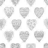 Modello senza cuciture con i cuori disegnati a mano di scarabocchi royalty illustrazione gratis