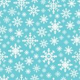 Modello senza cuciture con i fiocchi di neve bianchi ed il fondo rosso illustrazione di stock